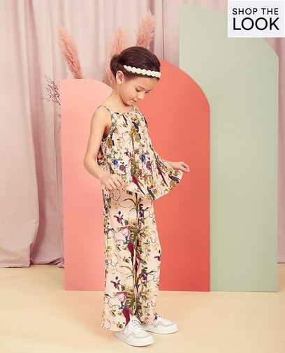 Un look de communion tropical